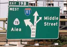 Overhead sign, showing westbound traffic pattern at exit 19B -- three lanes split to left from H-1, two lanes continue as H-1, right exit for Middle Street