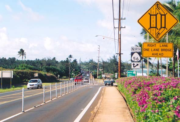 Northbound state route 56 splits to traverse parallel bridges over the Wailua River