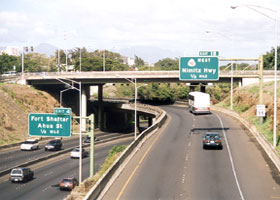 Two westbound lanes of H-1 pass over Moanalua Freeway, under Middle Street; 35 mph speed limit sign