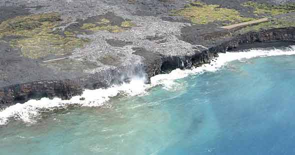 Fresh lava flows starting to cover isolated fragments of Chain of Craters Road
