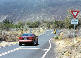 One-lane culvert on western part of Ala Mauna Saddle Road